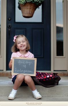 Capture your child's first day of kindergarten! Great for a teacher to do with her class as well! Kindergarten Pictures, Kindergarten First Day, Kindergarten Teachers, 1st Day Of School, School Daze, Back To School, School Pictures, School Pics, School Portraits