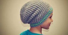Ahoj háčkomilky, mám tu pro vás další návod na homelessku. Tentokrát pro velké kluky. Kdo má doma chlapečky, určitě mi potvrdí, že háčkova... Free Crochet, Knit Crochet, Crochet Hats, Crochet Clothes, Headpiece, Crochet Projects, Knitted Hats, Diy And Crafts, Crochet Patterns