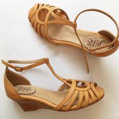 50d93b9f0 47 imágenes increíbles de Zapatos en 2019 | Bridal shoe, Beautiful ...