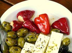 Gewürzmischung für Feta Käse: Zubereitung: Sie brauchen ein wenig von der Gewürzmischung auf dem  Feta Käse geben und oben darauf  mit #Olivenöl servieren. Die #Gewürzmischung können Sie bei http://www.gutesvonkreta.de bestellen.