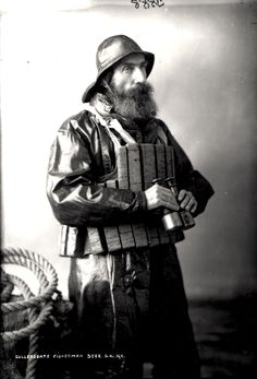 046392:Fisherman Cullercoats Unknown c.1890 Henry Freeman
