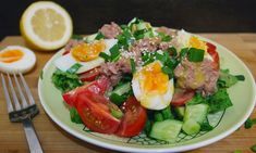 Салат с тунцом, помидорами и яйцом: рецепт с фото