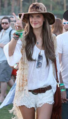 Nossa colunista Bel Linhares dá dicas de looks para festivais de música, abusando do estilo Hippie Chic. Vem ver!
