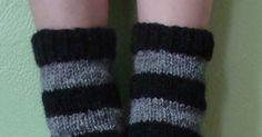 Pesukarhusukkien ohje on alunperin julkaistu Facebookin Voihan villasukka! -ryhmässä. Nyt laitan sen myös saataville tänne blogin puolelle... Leg Warmers, Knit Crochet, Legs, Knitting, Diy, Inspiration, Fashion, Sock Knitting, Dots