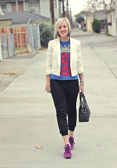 sporty sneakers // white blazer // graphic tee // guilted sweatpants
