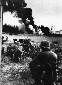 Some gripping images from Battle of Stalingrad. Nagasaki, Hiroshima, German Soldiers Ww2, German Army, World History, World War Ii, Battle Of Stalingrad, Historia Universal, Germany Ww2