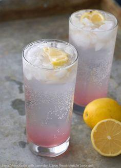 French Lemonade with Lavender (French Lemonade with Lavender (Citron Pressé avec le Lavande) Limonade mit Lavendel Limonade mit Lavendel Limonade mit Lavendel Rezept auf lecker. Party Drinks, Cocktail Drinks, Fun Drinks, Healthy Drinks, Cocktail Recipes, Beverages, Festive Cocktails, Cocktail Shaker, Slow Cooker Desserts