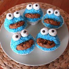 Egal ob Kindergeburtstag oder Firmenfeier: Krümelmonster-Muffins sind auf jeder Party der Renner. Wir verraten, wie ihr die witzigen Gesellen ganz einfach backen könnt...