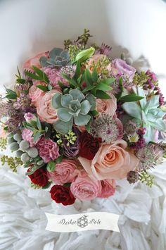 okrągły bukiet ślubny kolorowy brzoskwiniowe kwiaty róże sukulenty goździki peach suculent wedding bouquet Floral Wreath, Wreaths, Weddings, Home Decor, Floral Crown, Decoration Home, Door Wreaths, Room Decor, Wedding
