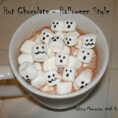 Hot Chocolate - Halloween Style - Making Memories With Your Kids Halloween Goodies, Halloween Treats, Halloween Dinner, Halloween 1, Halloween Chocolate, Hot Chocolate, Yummy Treats, Sweet Treats, Halloween Fashion