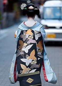 TIG's picks: Obi is a sash for traditional Japanese dress, keikogi worn for Japanese martial arts, and part of kimono outfits. Japanese Outfits, Japanese Fashion, Asian Fashion, Yukata, Mode Kimono, Turning Japanese, Japanese Textiles, Traditional Dresses, Traditional Japanese