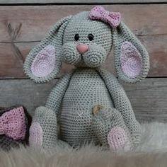 Nieuws– translation missing: nl. Crochet For Kids, Diy Crochet, Crochet Hats, Chrochet, Baby Knitting Patterns, Giraffe, Mickey Mouse, Bunny, Baby Boy
