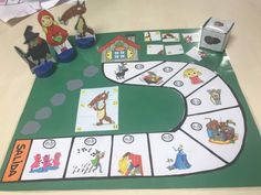 "Juego cooperativo: ""Las 10 cestas de Caperucita"" - Actiludis English Games, English Activities, Indoor Games For Kids, Story Retell, Cooperative Games, Conte, Halloween Crafts, Fairy Tales, Kindergarten"