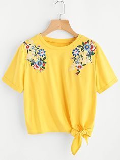 To find out about the Embroidered Flower Applique Knot Hem Cuffed Tee at SHEIN, part of our latest T-Shirts ready to shop online today! Yellow Tees, Yellow T Shirt, Embroidered Clothes, Embroidered Flowers, Lange T-shirts, T-shirt Broderie, Shirt Embroidery, Embroidery Fabric, Flower Embroidery