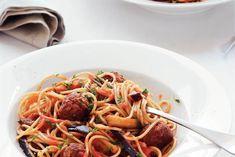 Kijk wat een lekker recept ik heb gevonden op Allerhande! Spaghetti met tomaten-auberginesaus
