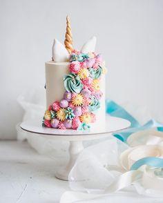 Рубрика #обратнаясторонаторта Если единорог повернулся к вам спиной, это значит, что он хотел показать вам свою красивую гриву🦄 Прекрасную гриву пастельных цветов😍 Cupcake Cakes, Cupcakes, Birthday Parties, Birthday Cakes, Pretty Cakes, Unicorn Party, Let Them Eat Cake, Cake Decorating, Sweet Treats