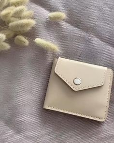 Leather Card Wallet, Handmade Leather Wallet, Leather Bag Pattern, Leather Bag Tutorial, Leather Bag Design, Leather Diy Crafts, Diy Leather Gifts, Diy Leather Tote, Small Leather Bag