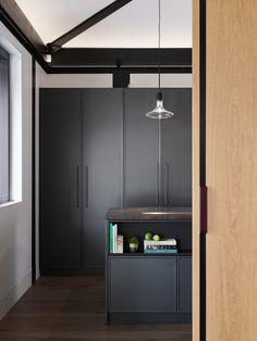 Minimal dark kitchen design with lamp by Viabizzuno by Mario Nanni) – Valentine Bärg Architectures Decor, Storage, Dark Kitchen, Kitchen Design, Room Divider, Locker Storage, Furniture, Minimalism, Home Decor