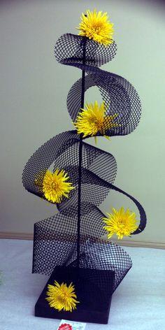 Designer:  Karen Crabtree, President of La Jardiniere Garde Club