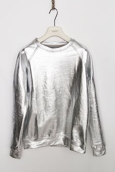 Silver sweatshirt instead of bulky rounded body casing