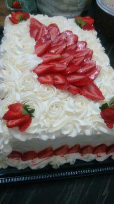 Cake Decorating, Decorating Ideas, Cupcake Cakes, Cupcakes, Food And Drink, Desserts, Unicorn Birthday Cakes, Cooking, Strawberry Sponge Cake