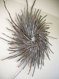 Crafts Sticks Holiday Wreath Made with Aspen Wood Sticks Twig Crafts, Beach Crafts, Nature Crafts, Diy Arts And Crafts, Craft Stick Crafts, Craft Sticks, Driftwood Projects, Driftwood Art, Driftwood Wreath