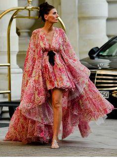 Fashion Now, Fashion Details, Daily Fashion, Fashion Dresses, Fashion Looks, Fashion Design, Ootd, Glamour, Fashion Images