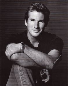 Richard Gere also one of the very handsome men that are much older now. Famous Men, Famous Faces, Famous People, Gorgeous Men, Beautiful People, He's Beautiful, Actrices Hollywood, Cindy Crawford, Good Looking Men
