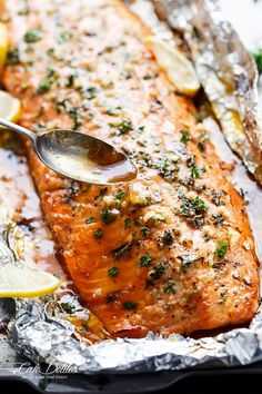 Baked honey-garlic salmon in foil - recipes vege .- Baked honey-garlic salmon in foil Salmon In Foil Recipes, Fish Recipes, Seafood Recipes, Vegetarian Recipes, Dinner Recipes, Cooking Recipes, Healthy Recipes, Recipies, Grilled Salmon Recipes