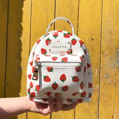 Backpacks are no longer reserved for school children. Cute Mini Backpacks, Stylish Backpacks, Girl Backpacks, Luxury Backpacks, Mini Mochila, Fashion Bags, Fashion Backpack, Dress Fashion, Kawaii Bags