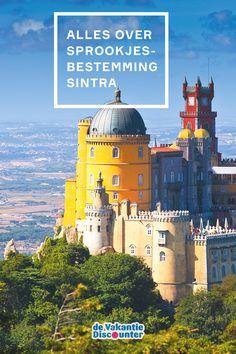 Het is niet moeilijk te bedenken waarom de koning dit gebied ooit uitkoos als zijn zomerresidentie. Weg van de rook van Lissabon! Sintra biedt steile steegjes, kleine terrasjes en prachtige paleizen met als absolute hoogtepunt het sprookjesachtige Palácio Nacional da Pena.