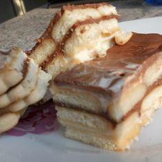 Egy finom Kekszes-tejfölös süti sütés nélkül ebédre vagy vacsorára? Kekszes-tejfölös süti sütés nélkül Receptek a Mindmegette.hu Recept gyűjteményében!