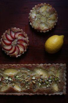 Lemon tart with mazarin and pistachio | piecefully
