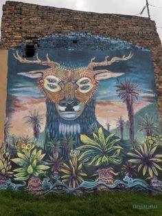 Bogota - Kolumbien - Kofferkinder - Reisepodcast Podcast über Website itunes, spotify & youtube Graffiti, Itunes, Youtube, Painting, Bogota Colombia, Drug Cartel, Suitcase, Destinations, Painting Art