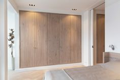 Interior design for the renovation of an appartment at the Apollolaan in Amsterdam, old South area. Home design by BNLA architecten. Small Space Interior Design, Interior Design Living Room, Closet Bedroom, Home Bedroom, Master Closet, Master Bedroom, Bedrooms, Casa Patio, Build A Closet