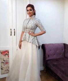 in the Ridhi Mehra CINCO bird print peplum jacket paired with a sharara Peplum Top Outfits, Peplum Jacket, Gown With Jacket, Peplum Blouse, Indian Wedding Outfits, Indian Outfits, Indian Designer Outfits, Designer Dresses, Mehendi