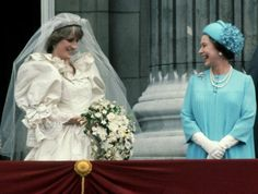 July Prince Charles marries Lady Diana Spencer in Saint Paul's Cathedral. Princess Diana Wedding Dress, Princess Diana Photos, Princess Diana Family, Princess Of Wales, Charles And Diana, Prince Charles, Royal Family Pictures, Photography Women, Portrait Photography