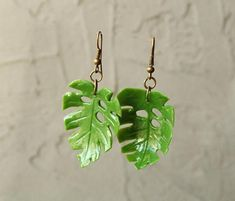 Cool earrings for women Green leaf earrings Leaf dangle earrings Monstera earrings Monstera leaf earrings monstera leaf jewelry tropical - Green with Envy Jewellery Bar Stud Earrings, Cute Earrings, Crystal Earrings, Crystal Jewelry, Women's Earrings, Diamond Earrings, Opal Necklace, Necklace Guide, Pandora Earrings