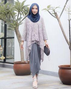 "8,390 Suka, 106 Komentar - ayu indriati 🤗💕 (@ayuindriati) di Instagram: ""Kalau nyari 1 set baju kondangan yang simpel + kain satin lilit instantnya, pasti aku ingetnya cuma…"" Kebaya Modern Hijab, Model Kebaya Modern, Kebaya Hijab, Kebaya Brokat, Kebaya Muslim, Muslim Dress, Kebaya Lace, Batik Kebaya, Kebaya Dress"