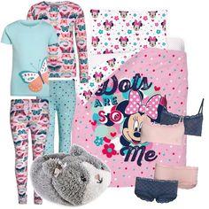 Ho trovato due pigiami venduti insieme, convenienti; due completini venduti insieme e delle pantofole morbidose; per concludere una bella parure copri piumino che piacerà senza'altro alle vostre figlie.