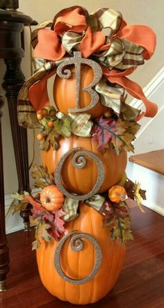 """Fall Topiary - Use 'hook n loop' tape for """"BOO"""", remove after Halloween and attach Autumn-themed 'hook n loop' decorations. If you use faux pumpkins, it can be stored for next year. Great for your porch as well! Adornos Halloween, Manualidades Halloween, Fall Crafts, Holiday Crafts, Holiday Fun, Holiday Quote, Diy Crafts, Thanksgiving Decorations, Halloween Decorations"""
