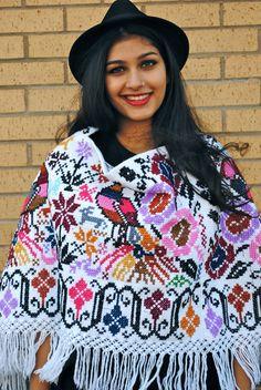 Cross-stitched embroidery shawl... Chal bordado a punto de cruz...