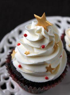 Christmas tree cupcake! So pretty! .❤️Aline
