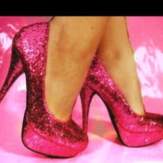 Love.! And I've always wanted to wear bright pink shoes on my wedding day..(:
