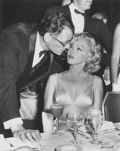 """The photo """"Arthur Miller and Marilyn Monroe"""" has been viewed 80 times. Style Marilyn Monroe, Marilyn Monroe Movies, Marilyn Monroe Portrait, Marilyn Monroe Photos, Marylin Monroe, Hollywood Icons, Hollywood Actor, Classic Hollywood, Musica"""