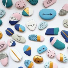 {Dossier DIY} 15 id& & faire avec des galets! - 15 DIY for kids with painted& Stone Crafts, Rock Crafts, Diy Crafts, Crafts With Rocks, Homemade Crafts, Garden Crafts, Creative Crafts, Diy For Kids, Crafts For Kids