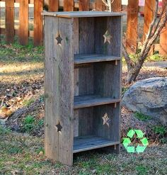 Wood Bookcase Recycled - It's cute and useful. I have a corner cupboard that's pale yellow with pastel green and pink accents. Recycled Wood Furniture, Eco Furniture, Primitive Furniture, Farmhouse Furniture, Rustic Furniture, Barn Wood Crafts, Barn Wood Projects, Pallet Crafts, Wooden Crafts