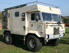 Now thats my kinda wheels! 101 Landy. I'd love to deck this out as a camper!