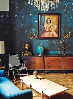 An intoxicating home tour: Mexico City style — The DeForest with blue walls Dark Walls, Blue Walls, Decoration Inspiration, Interior Inspiration, Decor Ideas, Wallpaper Wall, Deco Cool, Living Spaces, Living Room