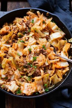 Dieses einfache Low Carb Rezept ist i… Bombastic pointed cabbage minced meat pan. This simple low carb recipe Meat Recipes, Low Carb Recipes, Vegetarian Recipes, Chicken Recipes, Cooking Recipes, Healthy Recipes, Pan Cooking, Sushi Recipes, Muffin Recipes